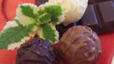 Schokolade und Schokoladentrüffel mit Minze