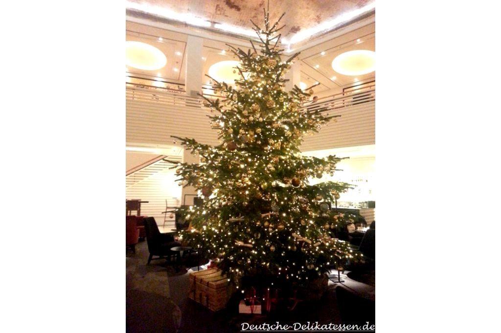 Weihnachtsbaum beluchtet