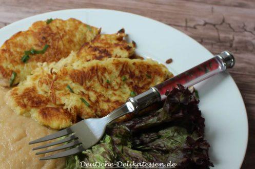 Dibbelabbes mit Apfelmus und Salat