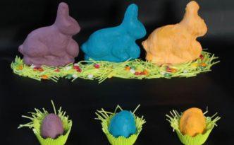Osterbacken einmal anders: farbige Popart Osterhasen