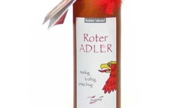 Photo of Roter Adler Kräuterlikör in der Tonflasche