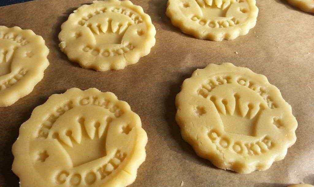 Kekse Plätzchen auf einem Backblech