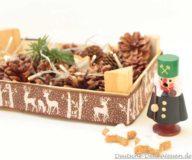 DIY Weihnachtskiste mit Kusteln, Zapfen und Räuchermännchen