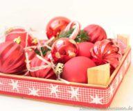 DIY Weihnachtskiste mit Weihnachtskugeln und Beleuchtung