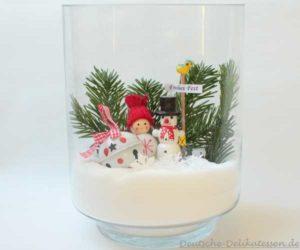 Glas mit Tanne, Schneemann, Mädchen und Schelle für ein Weihnachtsglas.