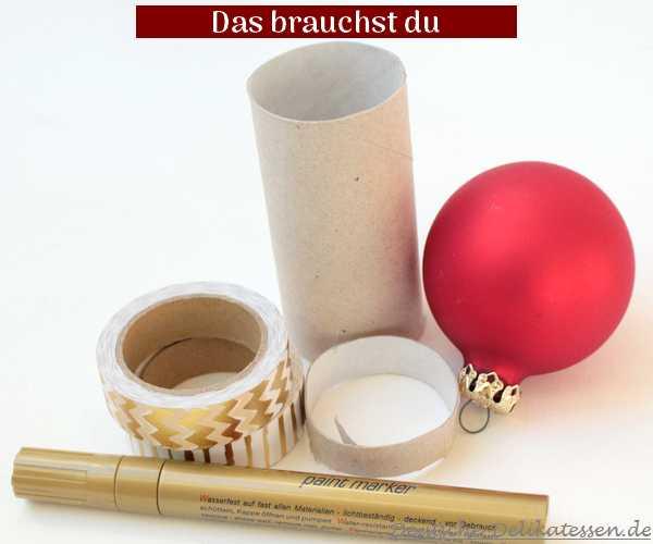 Weihnachtsbaumkugel, Washi Tape, leere Toilettenpapierrolle, goldener Permanentmaker als Material.