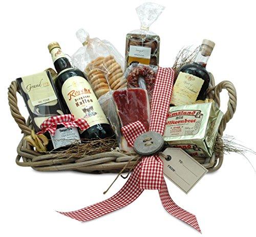 Geschenkkorb mit Wein und Wurst und Schleife