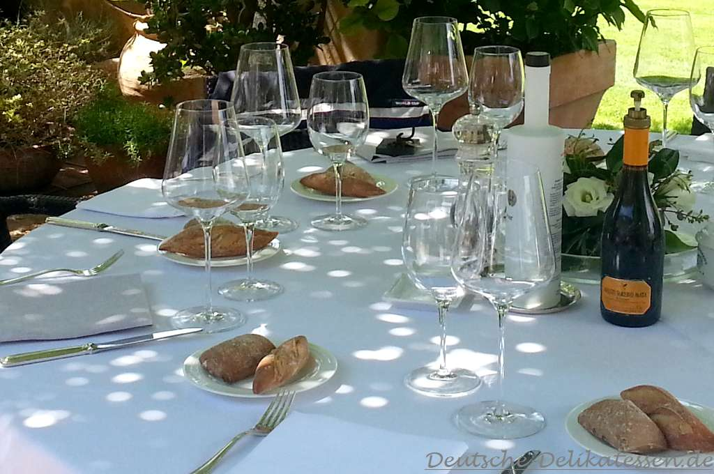 Gedeckter Tisch zu Hause