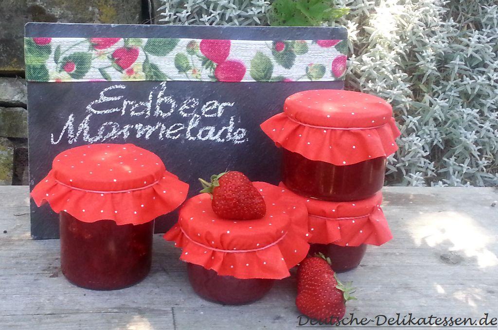 Selbst gemachte Erdbeermarmelade in Gläsern