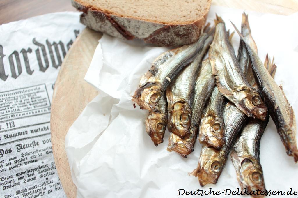 Sprotten geräucherter Fisch mit Brot