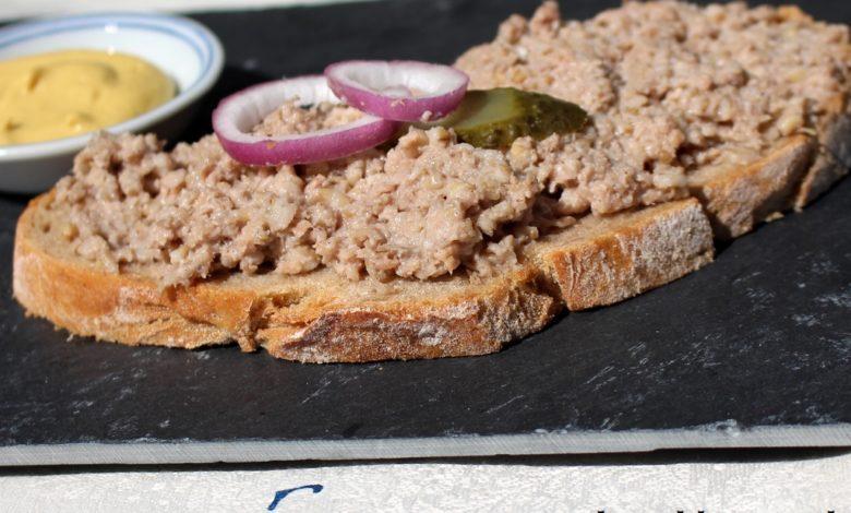 Bremer Knipp auf einer Brotscheibe