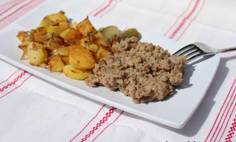 Bremer Knipp, Stippgrütze mit Bratkartoffeln auf einem Teller
